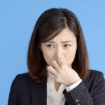 臭いのは体臭ではなく服かも!部屋干しの臭い対策と原因解説