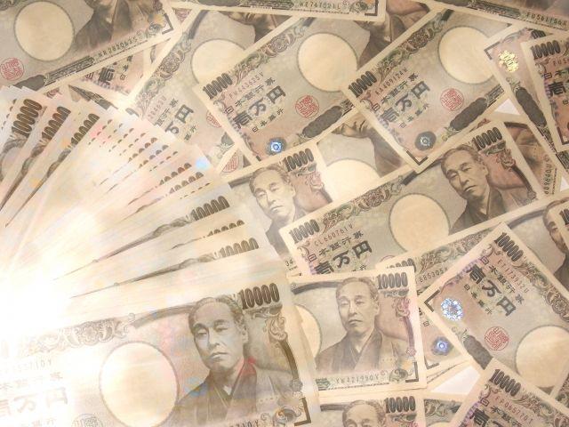 無造作に散りばめられた大量の1万円札