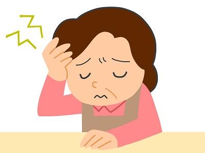 更年期障害で頭を抱える主婦