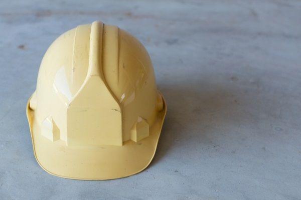 黄色いヘルメット